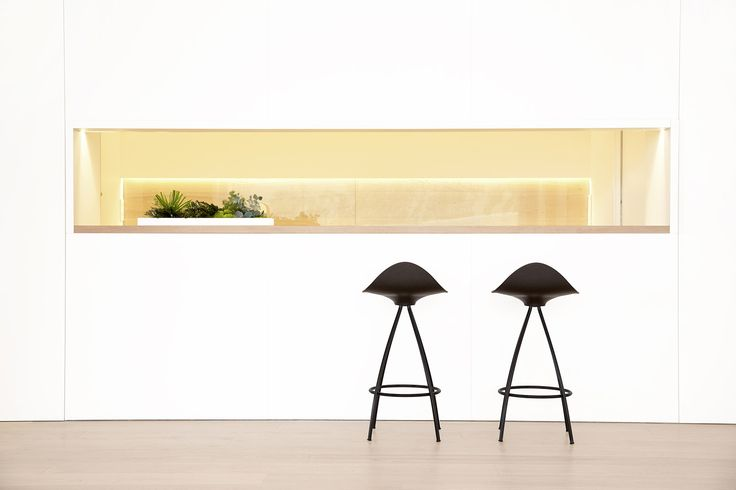 The power of a beautiful silhouette here with the all-black STUA Onda stool. A Jesús Gasca design. ONDA: www.stua.com/design/onda INSTAGRAM: @stuadesign