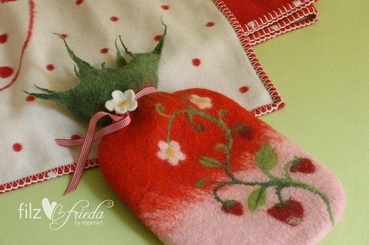 Deko-Objekte - ... kuschelige Wärmflasche im Erdbeer-Fieber! - ein Designerstück von Filzfrieda bei DaWanda