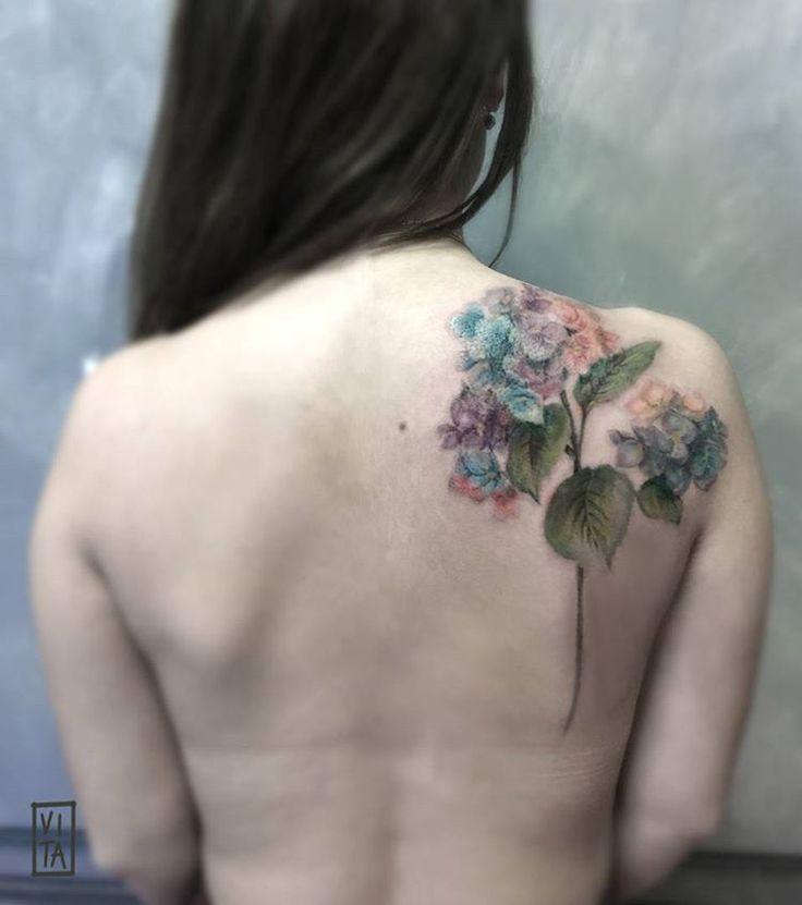 Tutti i colori dell'ortensia, su una schiena  ➜booking: gil@purotattoostudio.it  ---  #unfiorepersempre #oneflowerforever #gilbertavita #tattoo #tatuaggio #colorstattoo #acquarello #watercolor #tattooidea #tattoodesign #tattoomilano #navigli #aquarelltattoo #colortattooartist #flower #flowertattoo #tattoosforgirls #tattoodo #inkedmag #skinart_collectors #thebesttattooartist #thebestitaliantattooartist #tattooselection