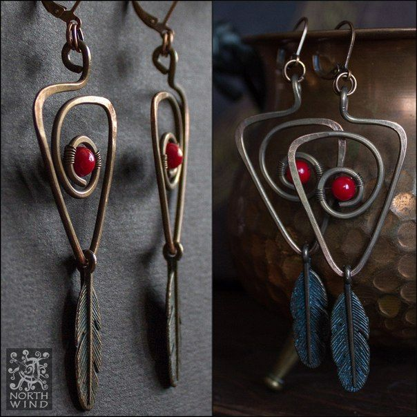 Tribal-style earrings, made of copper and corals.