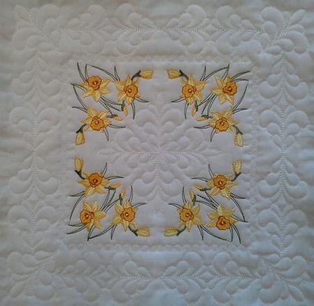 EW016 – Heirloom Daffodils Large Quilt Blocks 6×6