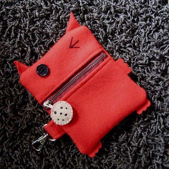 Nou dit is een portemonnee heel speciaal maar altijd leukkan je makkelijk meenemen ja je heb stof nodig maarja dat maakt niet zoveel uit je hebt een knoopje nodig nou knoopjes heeft iedereen wel dus ja ik hoop datjullie het leuk vinden en ook een keer gaan maken.