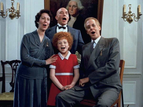 The 5 Big Plot Problem From The Original Annie That The Remake Fixed