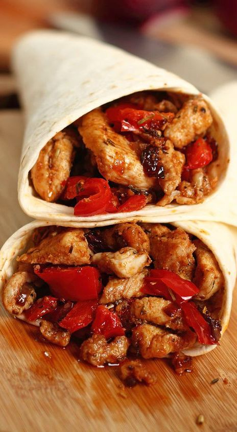 Weight Watchers 4 Smart Points Slow Cooker Chicken Burritos Recipe with Kidney Beans, Tomatoes, Red Onion, Chili Powder, Oregano, Chicken Broth, Mexican Cheese, and Whole Wheat Tortilla