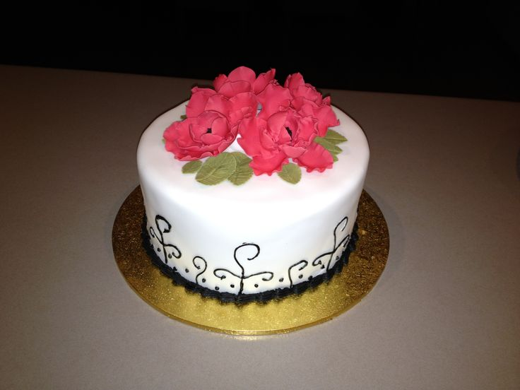 Cake I made at Cake, Tinz and Things Decorating course