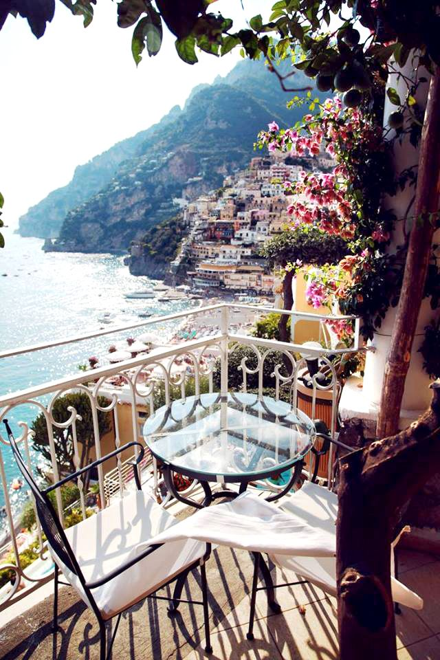 The Amalfi Coast (Italy) and its built terraces are as beautiful as Cinque Terre. In Amalfi Coast is possible to enjoy views like these, in the town of Positano. Terraces dressed up with colourful buildings and sea views. A great bet for summer.
