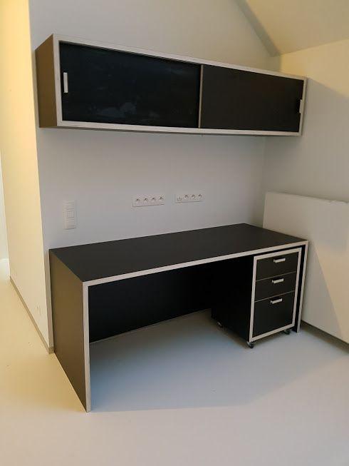 Bureau, bureau kast en kast met schuifdeuren in 30 mm #zwarte #laminaat op #populier #multiplex made by #SplinterZ for #studioJ fotograaf #handmade #furnituredesign #furniture #gent #ghent #design #interior #interieur