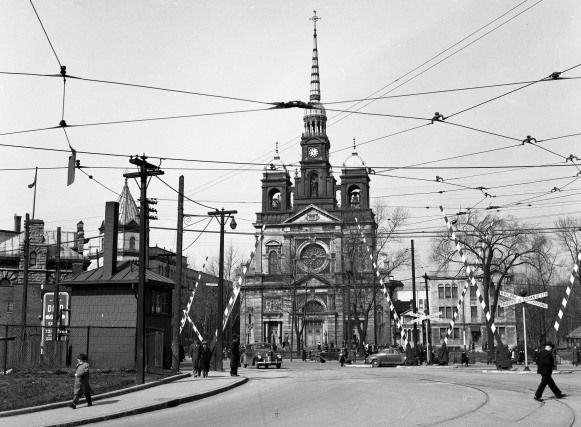 La Place Saint-Henri en 1948. Montreal.