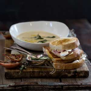 french_onion_soup with Gruyere Toastie