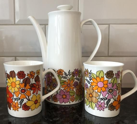 Vintage Retro Elizabethan Potteries Coffee Pot And Two Coffee Mugs