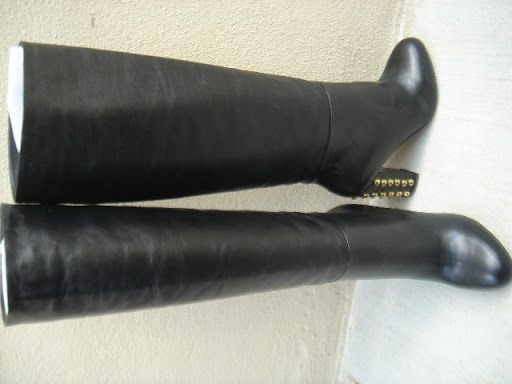 Hi there and welcome, here are a pair of breath-taking boots you've never seen before. You are purchasing a Brand New pair of Robert Robert Womens Black Leather Fashion Knee High Heel Boots Eu36 Au5 RRP$379.95 Genuine fashion ladies leather boots - knee high leather heel Benefits: -Very comfortable soft real leather -entire boot made of leather (soles, uppers and lining) -stylish attractive decorated heels -walk away with a huge discount with these boots this winter (half price) -knee high…
