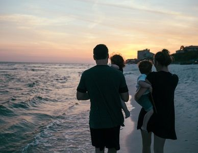 How to do a family portrait that won't cause a meltdown, Part 1: The planning stage by Jessie Parker Family portraits… oh my, family portraits. Few theoretically benign prospects send a shiver down…