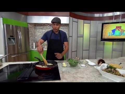 Espaguetis con pollo, setas y espinacas: Chef Edgardo Noel