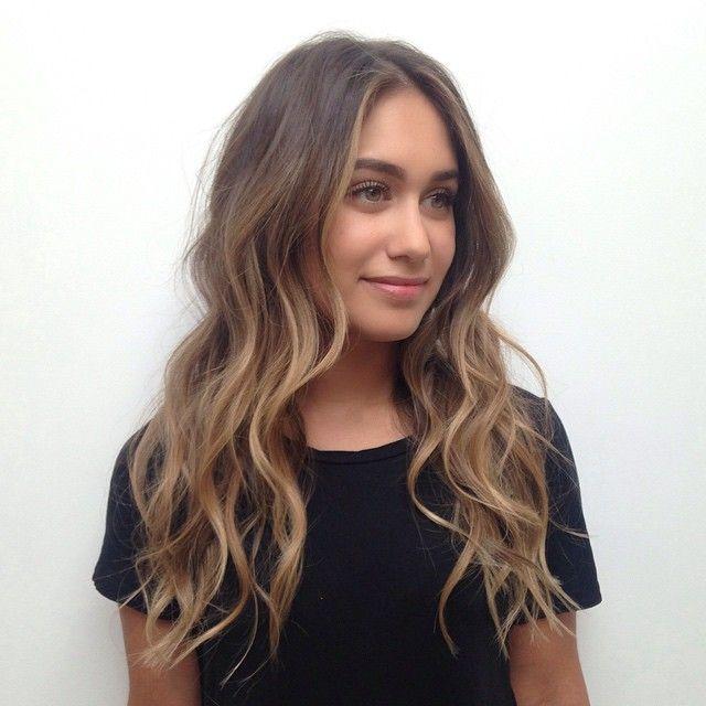 Color : @kccarhart Cut/Style : @salsalhair #ramireztran #ramireztransalon #brunette #blonde #sombre #sunkissedhaircolor #pretty #hair #color #hairinspo #beachyhair