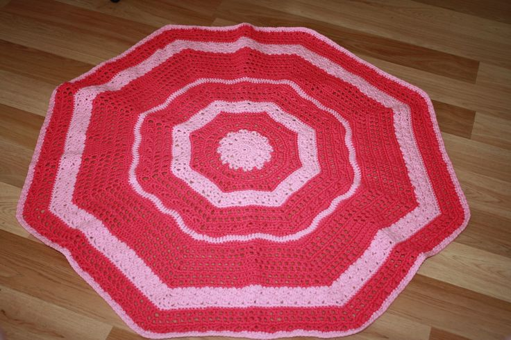 Playing with crochet stitches in a child's knee rug
