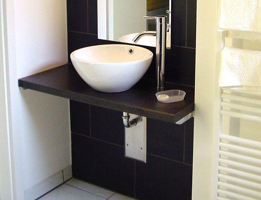 Einfache Badezimmerausstattung