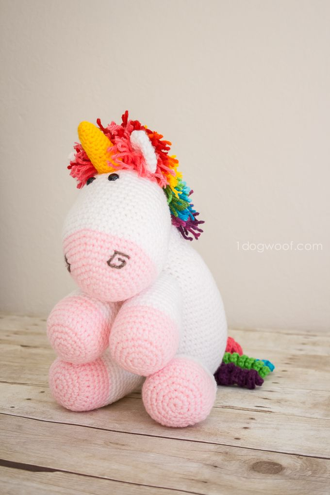 Rainbow Cuddles Crochet Unicorn http://www.1dogwoof.com/2015/01/rainbow-crochet-unicorn-pattern.html