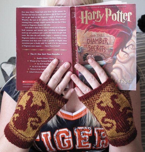 Harry Potter gryffindor fingerless gloves https://www.etsy.com/listing/129950083/gryffindor-fingerless-mitts