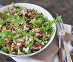 Tagliata oftewel biefstuk salade. Deze Italiaanse salade doet denken aan carpaccio maar dan met biefstuk. Lekker? Heerlijk! Een van mijn favorieten. Makkelijk om te maken, snel klaar én waanzinnig lekker. Aanrader dus! (Recept via BRON)