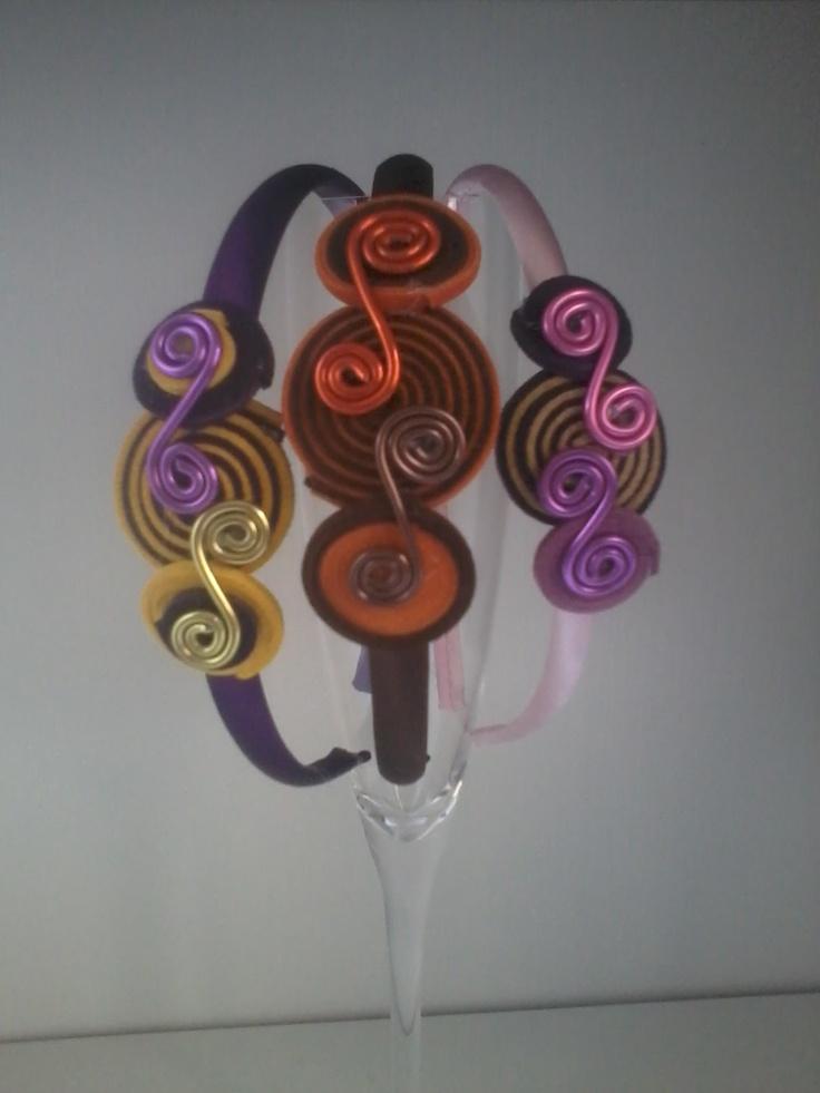 Diademas sin dientes en diversos colores con apliques de antelina y aluminio