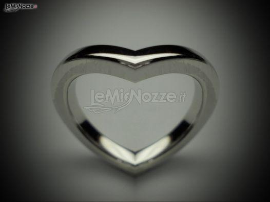 http://www.lemienozze.it/gallerie/foto-fedi-nuziali/img31322.html Gioielli per il matrimonio: anello a forma di cuore