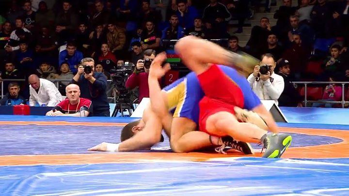 ¡Wow! ¡Gran movimiento de #wrestling! ¡Nunca deja de moverse!. ¡Muy buena reacción! === ¿Que más ves en él? === #Beast #Wrestling #Flexibilidad