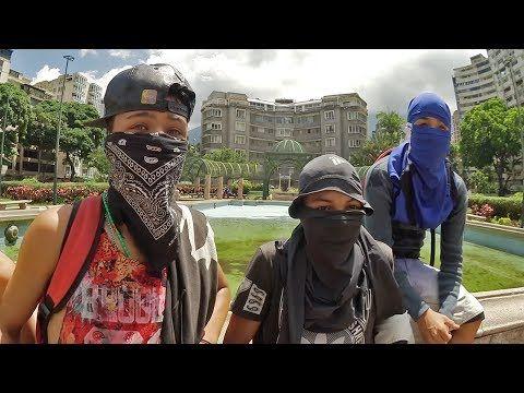 ¿Cómo es estar en una protesta en Venezuela?   Platicando con jóvenes manifestantes - VER VÍDEO -> http://quehubocolombia.com/como-es-estar-en-una-protesta-en-venezuela-platicando-con-jovenes-manifestantes    El último video de nuestra travesía por Venezuela. * Música: El Don – Bufón ¡Apoya al artista! – Facebook – Bandcamp  ¡SUSCRÍBETE! – Twitter – Facebook – Instagram  Créditos de vídeo a Popular on YouTube – Colombi