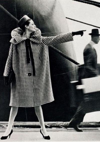 Maggie Tabberer models Cardin-Lucas design photo Helmut Newton 1959