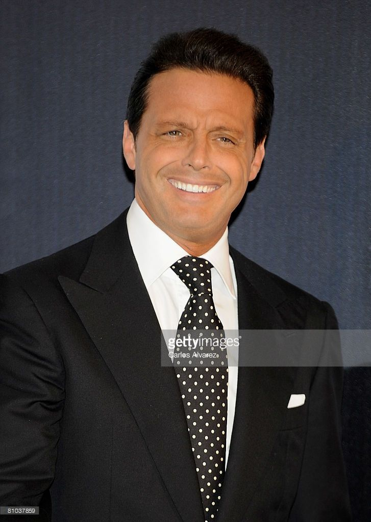 Mexican singer Luis Miguel attends the photocall to promotes his new album 'Complices' on May 09, 2008 at the Palace Hotel in Madrid, Spain.