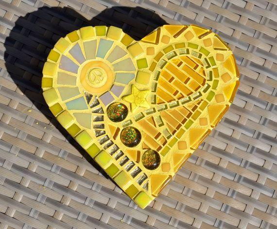 Cuadro en forma de corazón de mosaico de vidrio amarillo #GlitterGrout