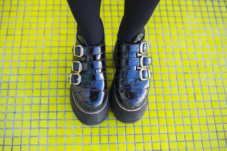[ CHOFIS DEL DÍA ] Poppins ✨ Folk Extra High Charol Negro ✨ #SoydeGrecia #Fashion #Shoes