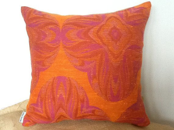 retro-mod-pink-shape-with-mod-orange