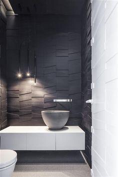 Lavabo revestimento em alto relevo cuba de apoio pendente bancada gabinete suspenso em madeira branca parede escuras espelho lateral sanca