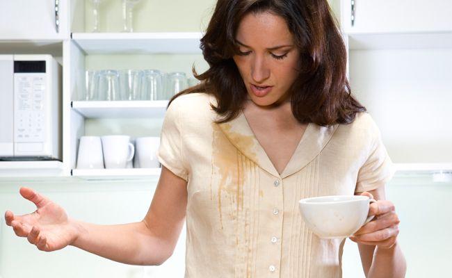 Saiba como tirar manchas da roupa, mancha de caneta, mancha de suor, mancha de graxa, mancha de batom, mancha de café, mancha de óleo e mancha de vinho.