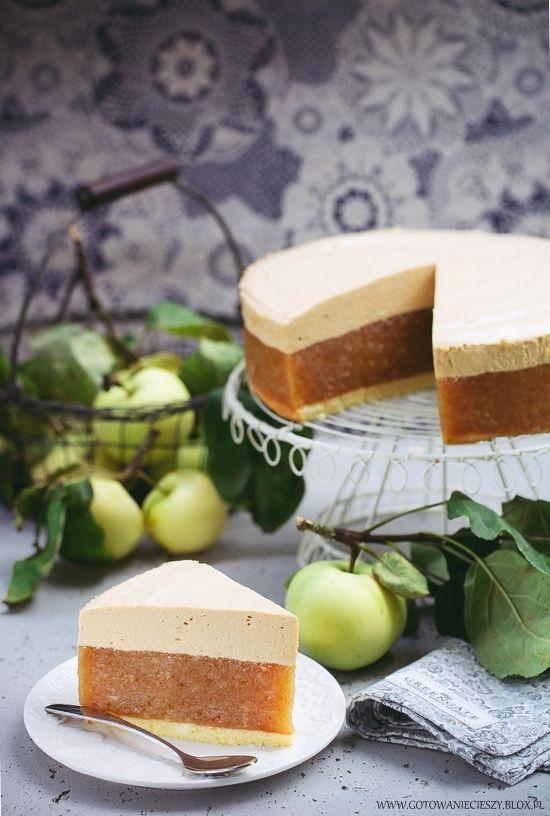 Jabłecznik z papierówek z pianką kajmakową Ciasto czekoladowe z cukinią Kostka truskawkowo różana Babka z kwiatami czarnego bzu Mazurek wiśniowo czekoladowy
