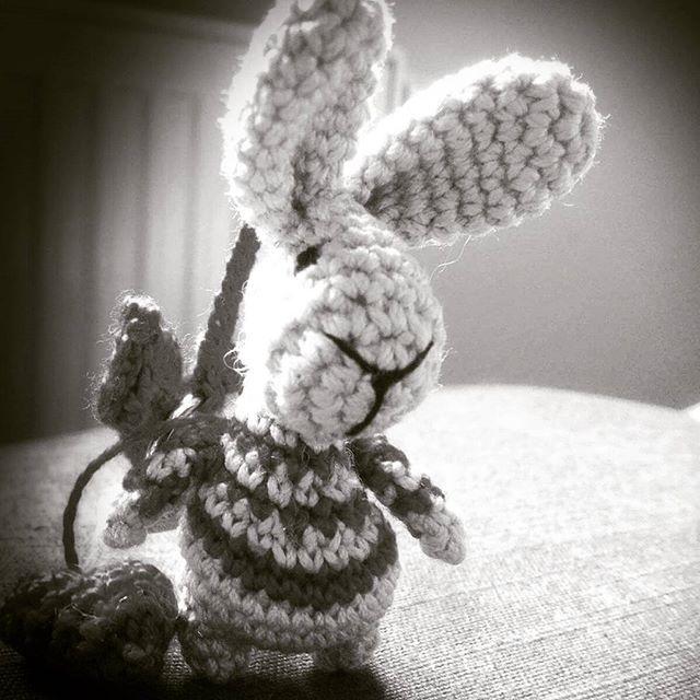 Mały #przyjaciel ❤ 🐰 #brelok #bzik #amigurumi #włóczaki #wpaski #bunny #little #dyndają #królik #króliczek #sweet ! #dotorebki #dokluczy #withyou #zawsze #razem 😘