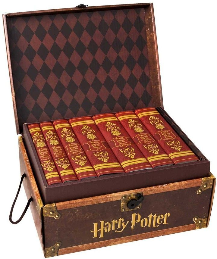 A Great Gift For A Harry Potter Collector Harry Potter Book Set In Hogwarts Trunk Harrypotte Harry Potter Geschenke Harry Potter Hauser Harry Potter Bucher