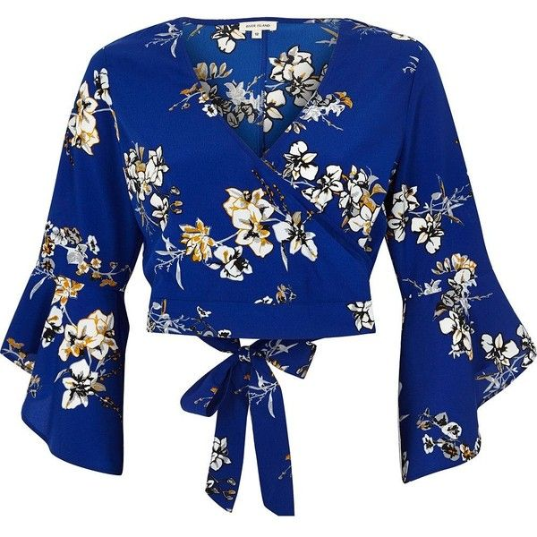 River Island Blue floral print wrap crop top (£43) ❤ liked on Polyvore featuring tops, shirts, crop tops, blouses, blusas, blue, crop tops / bralets, women, v neck shirt and floral crop tops