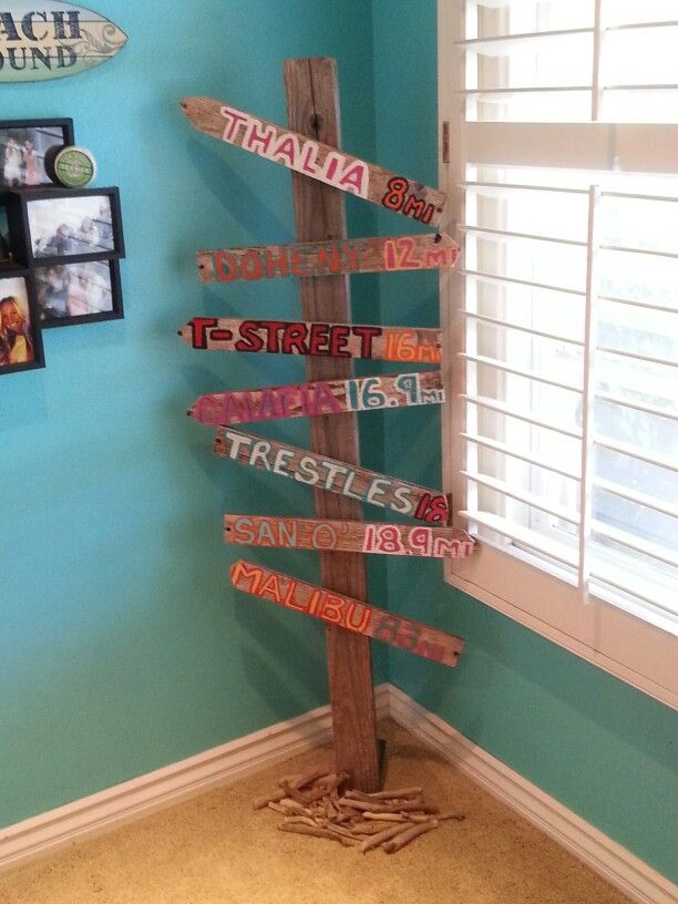 PB teen inspired ♥ add the board to the wall instead of free standing.
