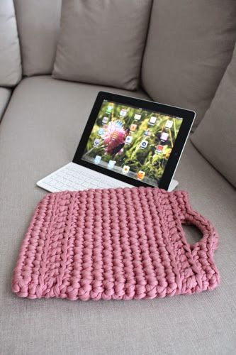 Not 2 late to craft: Funda de trapillo per l'iPad / XXL yarn crochet iPad sleeve. Free super chunky crochet pattern in English and Catalan.