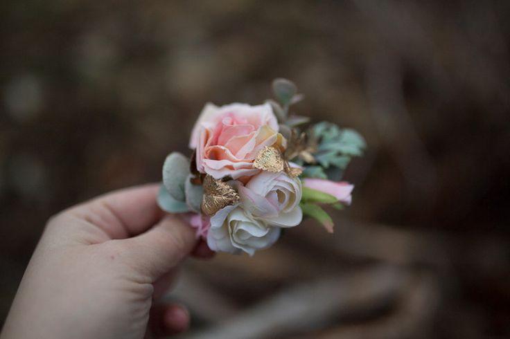 Haarblüten - Blumenhaarspange, Hochzeit Haarspange - ein Designerstück von magaela bei DaWanda
