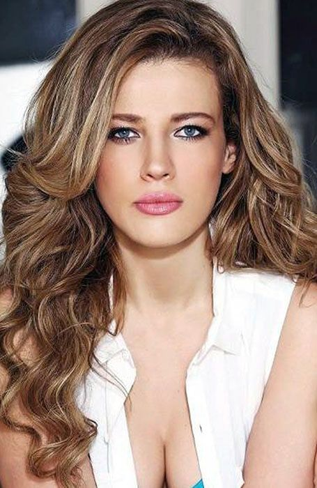 27 best summer color images on pinterest make up alyssa milano from blonde and caramel to toffee and honey here are the best hair color highlight pmusecretfo Image collections