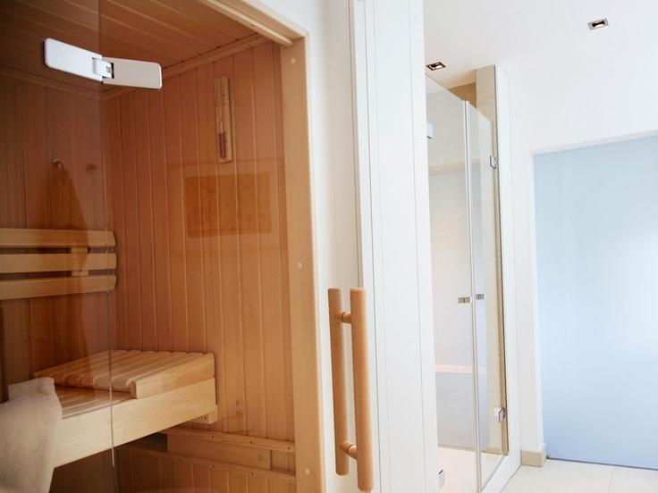 Moderne badgestaltung vom profi ein badezimmer mit sauna