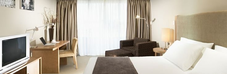 Weekend Getaways For Couples - Deluxe Room   Crowne Plaza