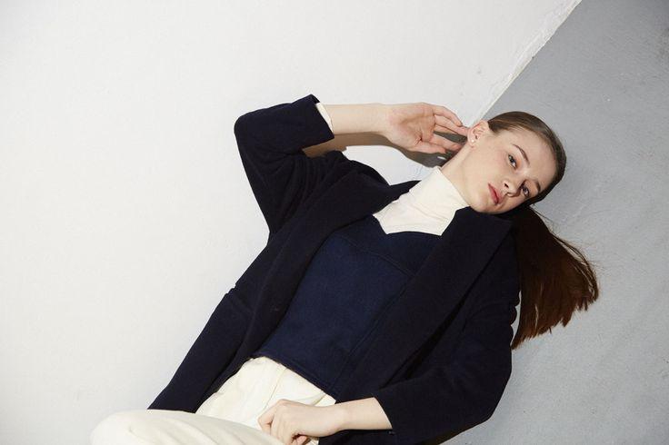 coat No,1305-13-1226 45,000yen(cassimina) knit No,104-07-1205 9,000yen(jilky) blouse No,104-04-1210 9,500yen(jilky) pantsNo,1304-11-122318,000yen(cassimina)