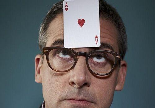 Карточные игры во время пьянок – дело непростое. Обычный покер требуетсосредоточенности, а уж какой-нибудь преферанс вообще не терпит несерьезного к себеотношения. Но это же не значит, что в карты совсем играть не надо. Про скачки мы ужеписали –Пьяные скачки на игральных картах, а сейчас на повестке дня еще одна алко-игра – индейский покер. У этой … Читать далее...