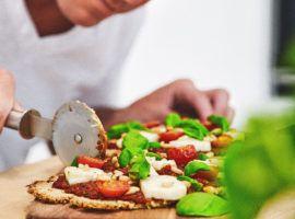 """""""NO DOUGH"""" PIZZA  Jason Vale's """"No Dough"""" Halloumi and Basil Pizza Recipe…  https://www.juicemaster.com/recipes/no-dough-pizza/"""