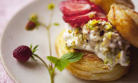 Strawberry and black pepper palmiers with ripe and local strawberries (UK) #GROWmethod #recipe