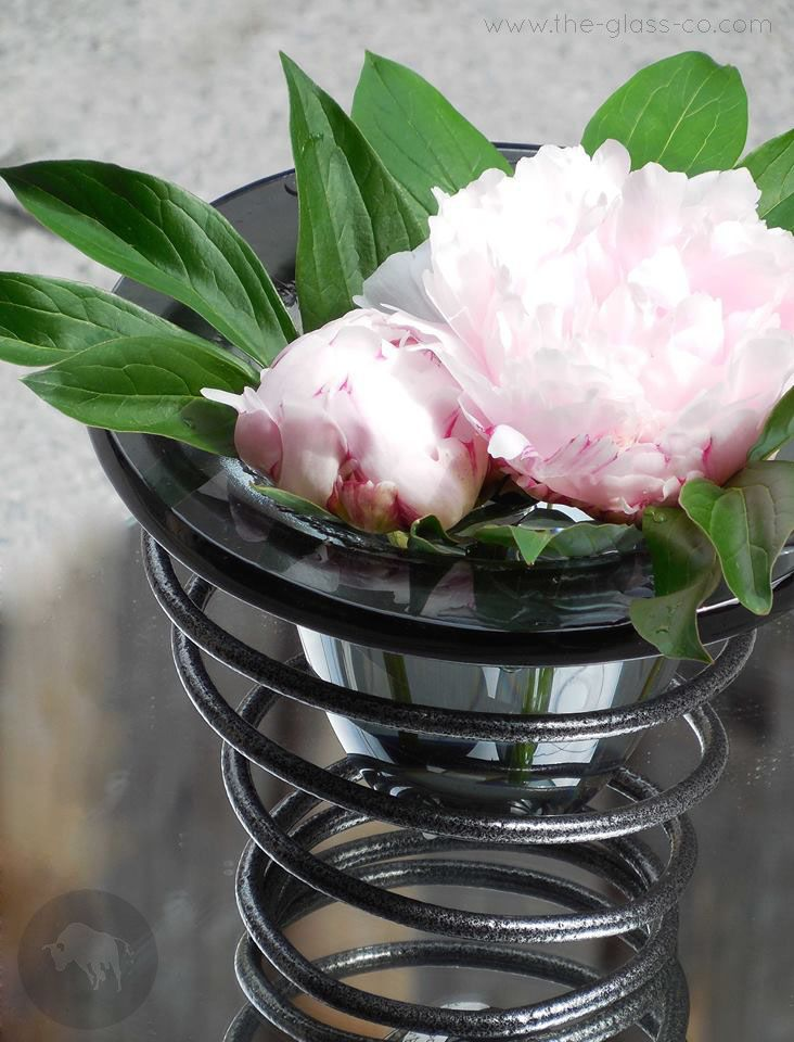 Elegant vase in metal spiral for tabletop decoration or hotel room decor designed by www.the-glass-co.com Code:RM-05-07-B406CM Ask us at info@myglassstudio.com