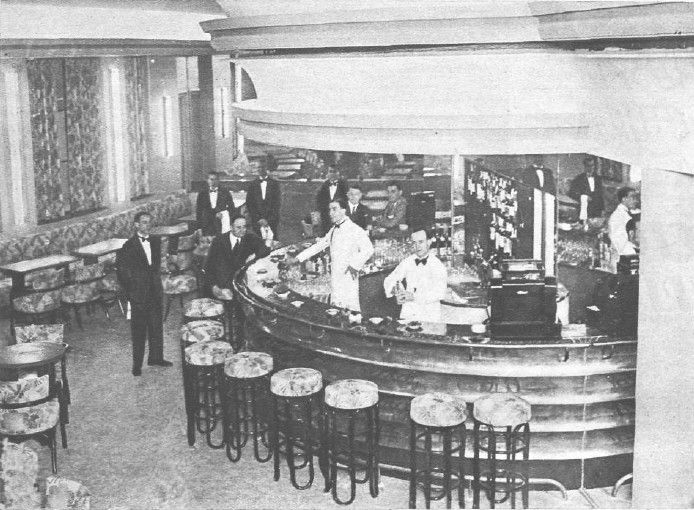 Bar americano de la sala de espectáculos del edificio Capitol (Madrid), 1933. Fotografía extraída de la revista La Crónica: revista de la semana del 22 de octubre de 1933.
